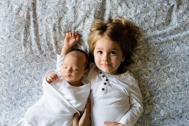 Nachwuchs in der Familie bedeutet auch Vorbereitung der Geschwisterkinder